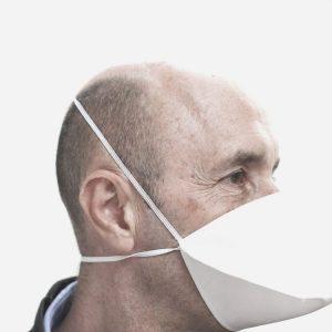 Professionnel avec un masque lavable